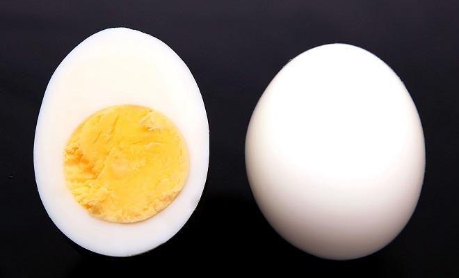 Куриное яйцо без скорлупы